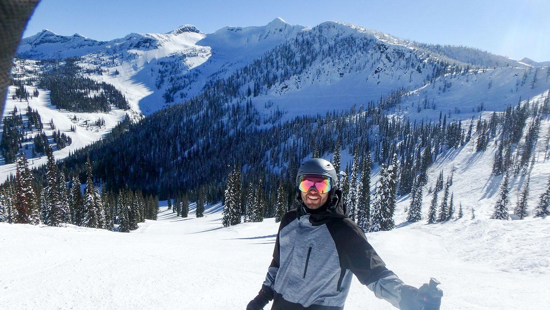 Dan skiing